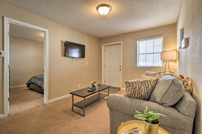 Get to know the city of Atlanta from this charming vacation rental apartment!