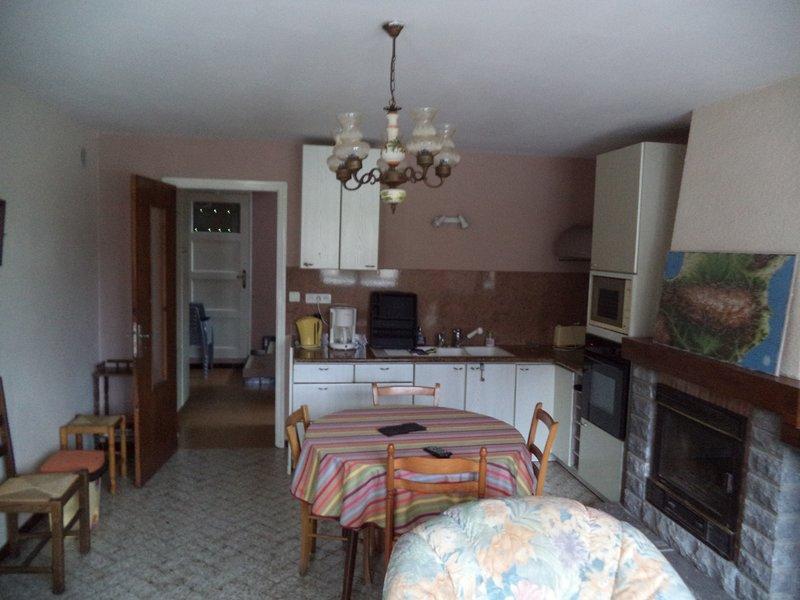 Gîtes isolé au pied des montagnes dans les Pyrénées Atlantiques, casa vacanza a Herrere