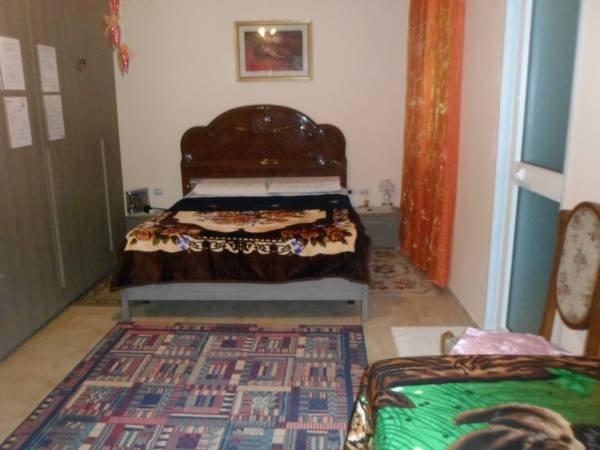 Dormitorios + 2 camas adicionales. Aire acondicionado, ventilador, calefacción y baño.