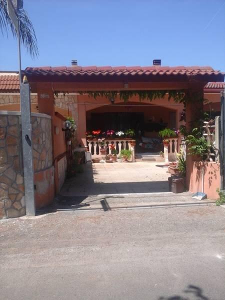 La entrada a la villa de Beb Gherghina