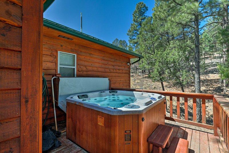 Depuis le bain à remous à la cheminée, cette cabine est sûr de vous garder confortable!