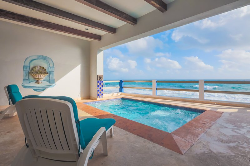 Fabulous Oceanfront Baja shelf pool with lion's head fountain and bubblers.