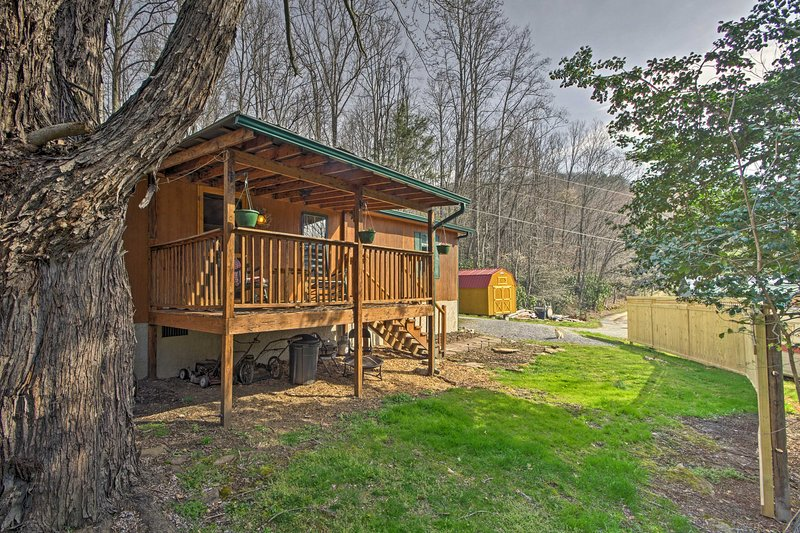 Fall in love with 'Balsam Valley Cabin,' a vacation rental in Waynesville!