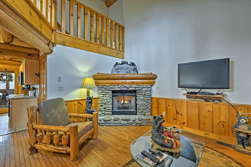 Enjoy a Pigeon Forge cabin getaway at this 1-bedroom vacation rental home!