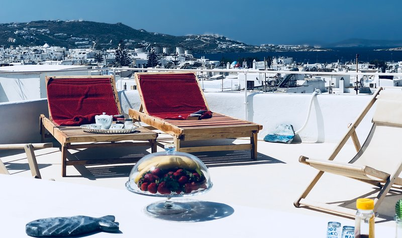 Mykonos Town Panorama with Private Terrace, casa vacanza a Agios Sostis