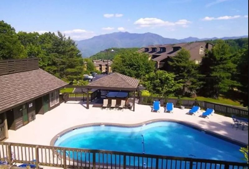 Pool, Hot Tub, and Clubhouse