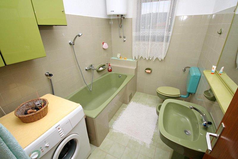 Bathroom 1, Surface: 5 m²