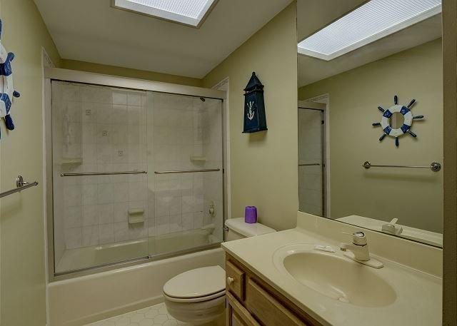 Duneridge 2401 Bath 2