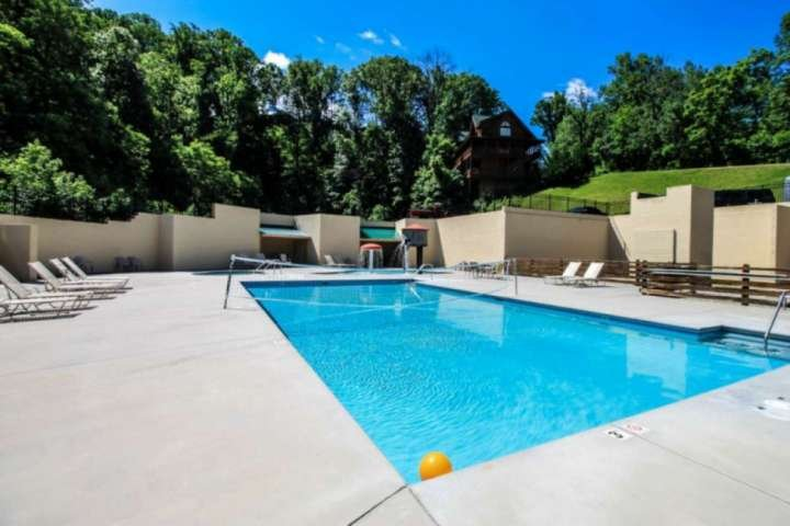 Resort Swimming Pool - Relax Poolside and enjoy both a Kiddie and Adult Pool at Grandview Resort