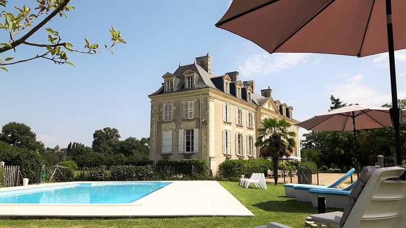 BnB Château La Mothaye - Loire Valley - chambre Melrose, holiday rental in Jarze
