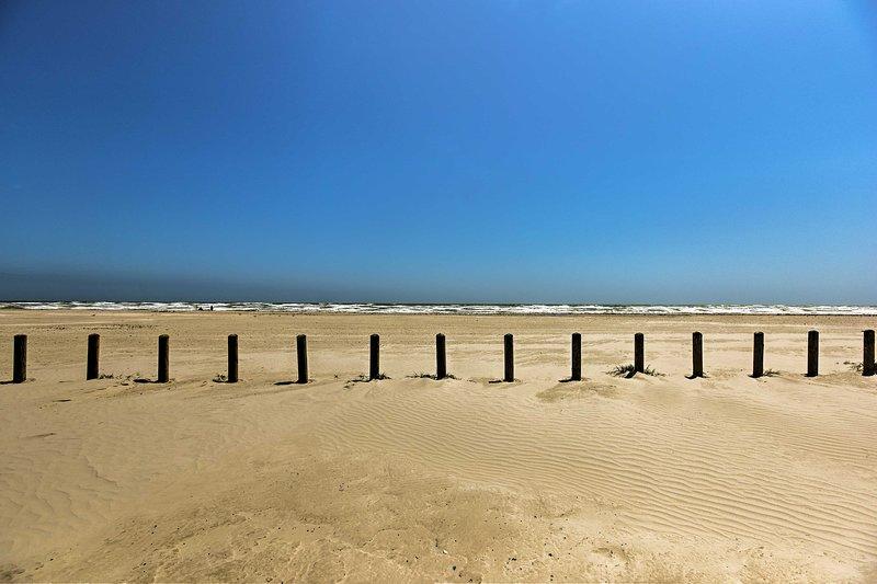La sabbia e il mare si trova a pochi passi di distanza.