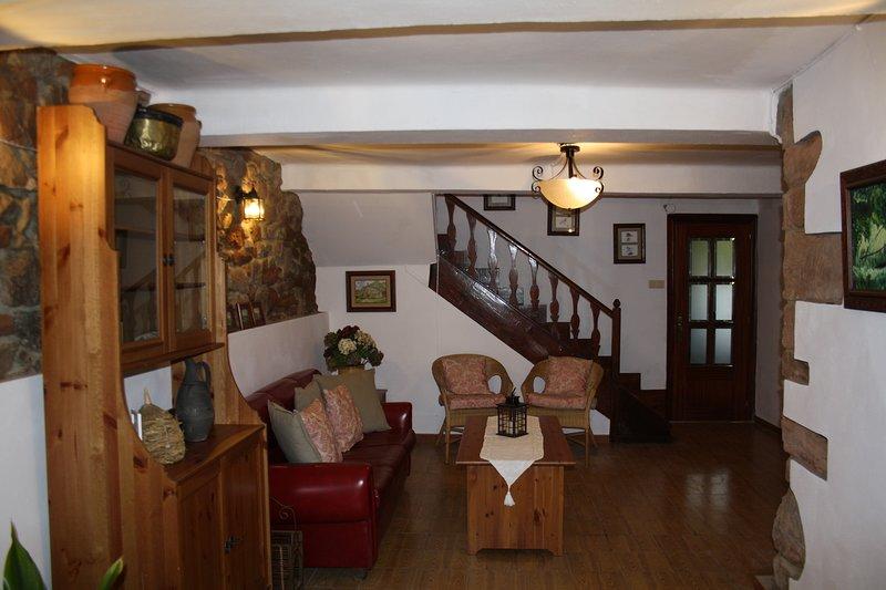 Casa de pueblo,relax cerca de todo, holiday rental in Torazo