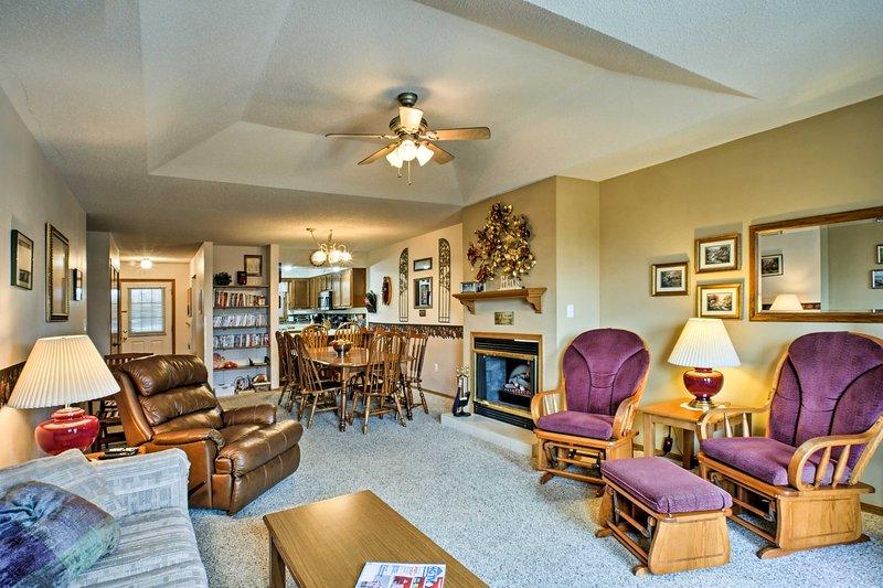 Peaceful Branson Home 5 Mins to Silver Dollar City, location de vacances à Reeds Spring