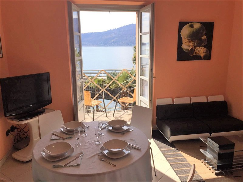Gelsomino 3 apartment located in front of the lake in Verbania, location de vacances à Fondotoce