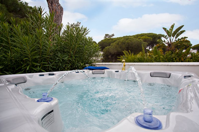 Villa 500m from the beach w/ private Hot Tub – semesterbostad i Loule