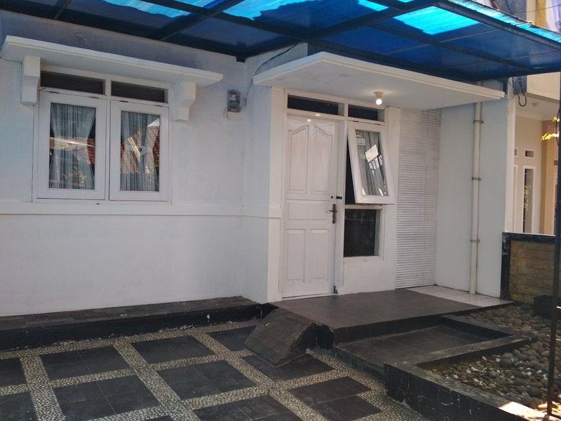Villa Perana Estate B5 No. 3 Sukabumi, vacation rental in Cianjur
