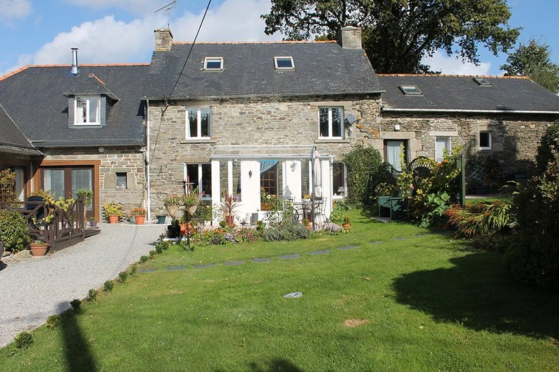 Roscoat, Émilie, a charming character gite in Central Brittany, holiday rental in Carnoet