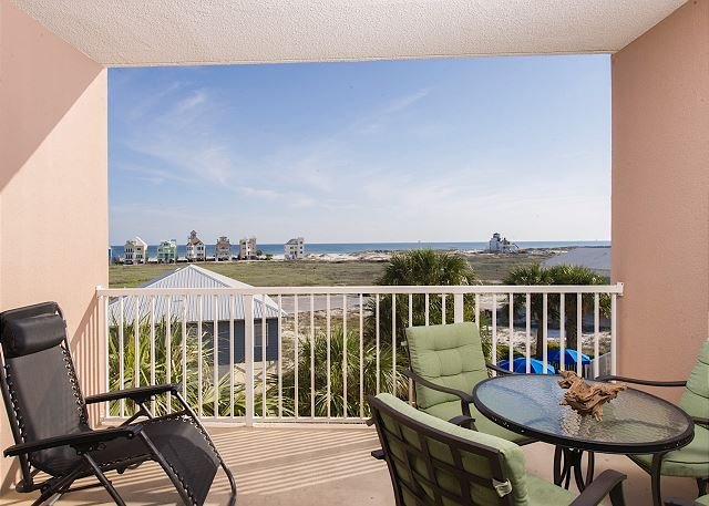 Easy to Book Condo with everything you need for a Beach Vacation!, vacation rental in Fort Morgan