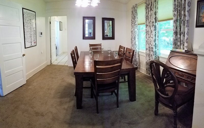 Raised Cottage -Ten to Fifteen minutes from French Quarter & Central NOLA, casa vacanza a Chalmette