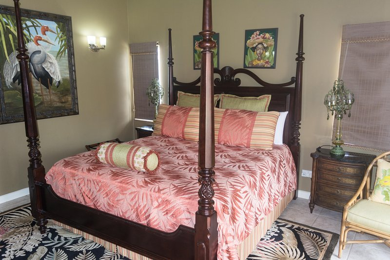 Bedroom with king-size 4-poster bed