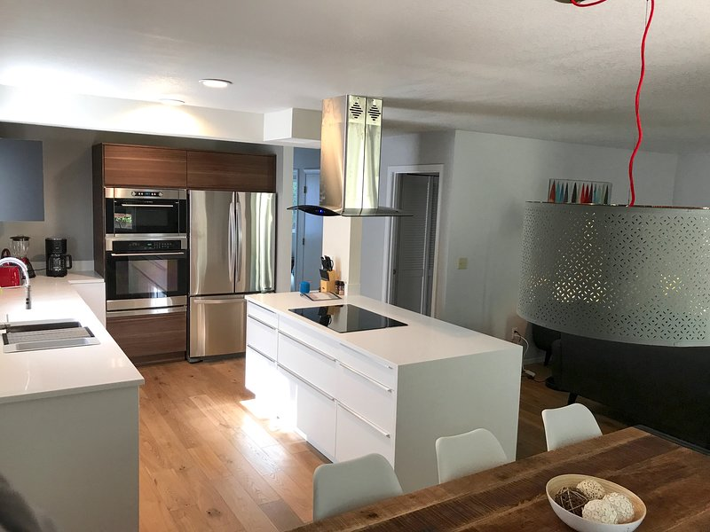 Modern, stylish home w/ open floor concept, patio & grill, holiday rental in Monmouth