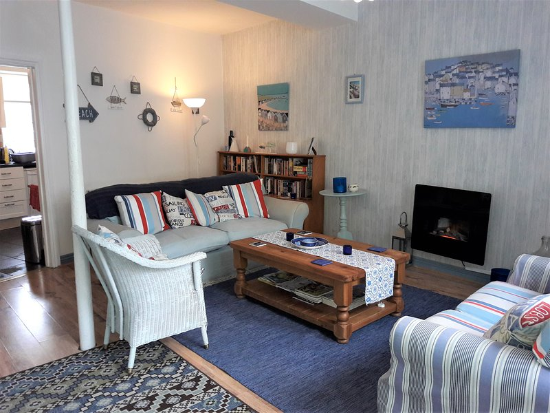 Geräumiges Wohnzimmer - Platz für bis zu 8 Personen