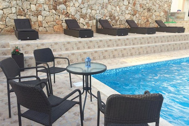 Podstup Apartment Sleeps 4 with Pool and Air Con - 5459611, vacation rental in Stankovici