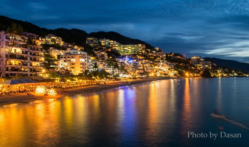 Night view from the balcony, the Malecone with many restaurants and brilliant Entertainment