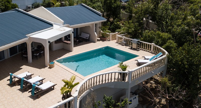 BISOU DU SOLEIL... beautiful, immaculate, affordable villa in Pelican Key, vacation rental in Simpson Bay