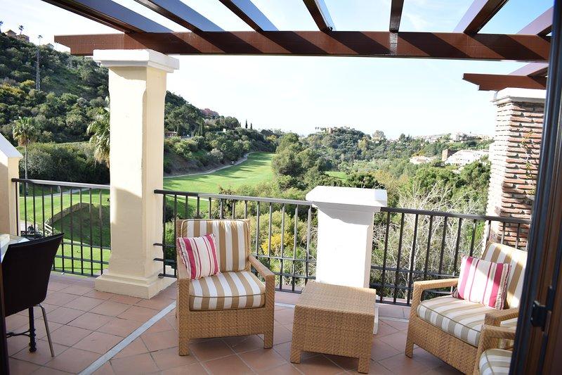 Fairway No 7 Penthouse Las jacarandas Los Arqueros, holiday rental in Benahavis