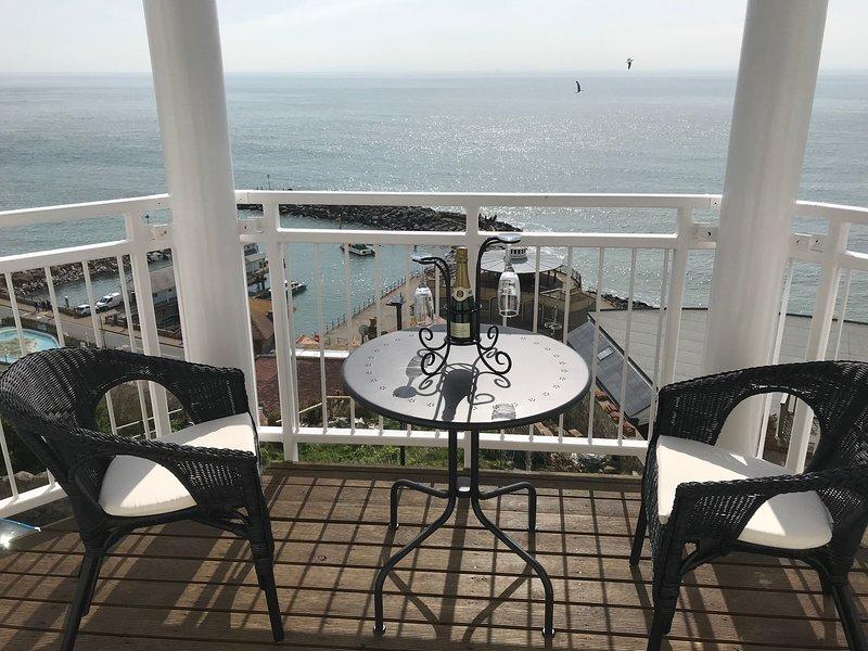 Apartment 2, Cliffview with balcony, location de vacances à Ventnor