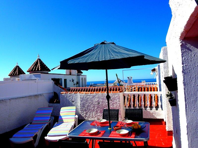 Härlig terrass med havet som bakgrund