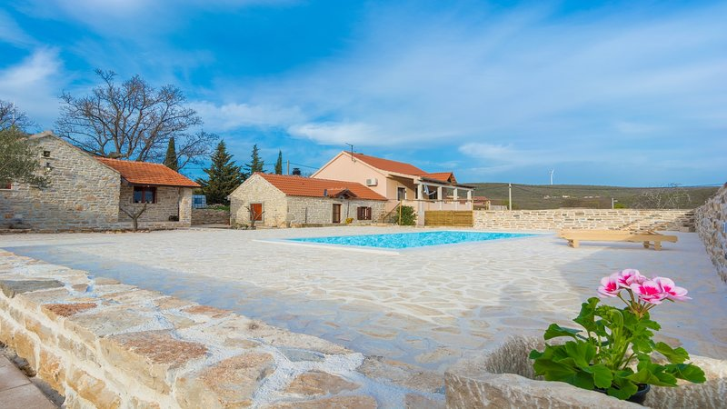 Dalmatian stone house Irena, Zadar county, vacation rental in Benkovac