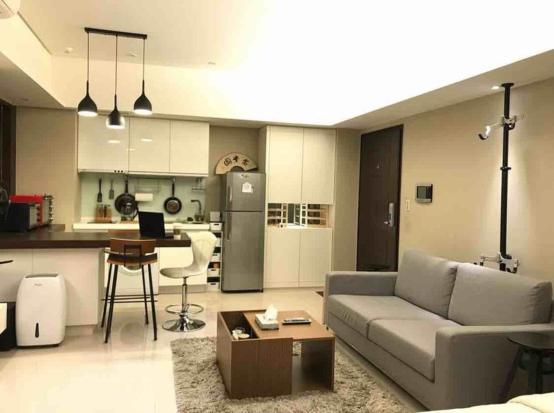 High End Luxury Studio Ximending for 1-4 guest 西门商圈小豪宅1-4人, holiday rental in Zhongshan District