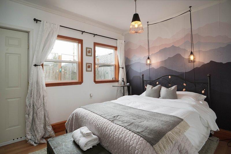 Los huéspedes les encanta la cómoda cama de matrimonio.