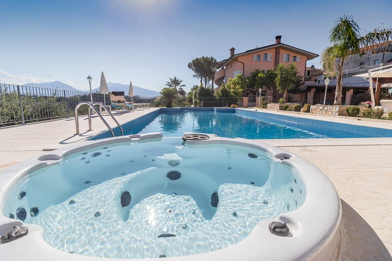 IRIS APPARTAMENTO, holiday rental in Controguerra
