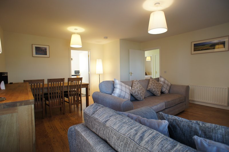 Bright and spacious lounge with a dining table for six. Unlimited Wi-Fi