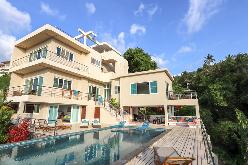 Spacious villa with large pool and outdoor living area including pool table