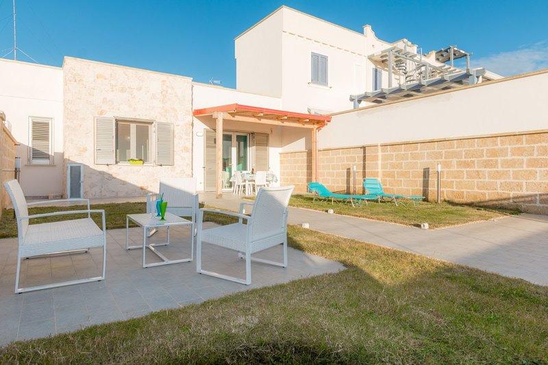 Villa Smeralda - eleganza e relax per le tue vacanze, holiday rental in Torre Lapillo