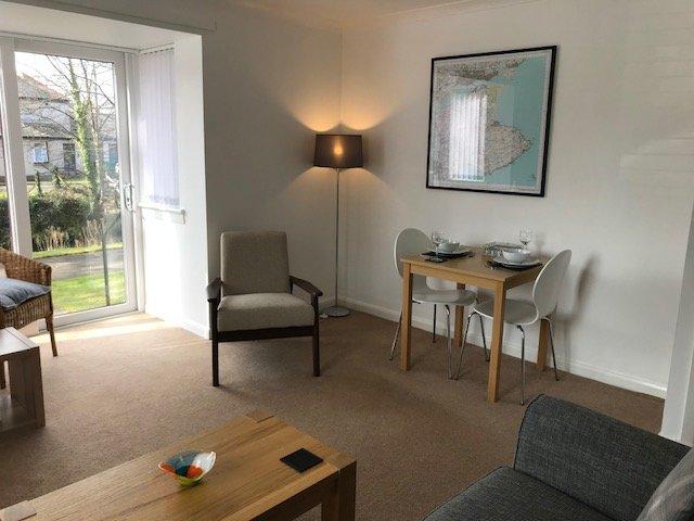 Beautiful apartment with private parking space., location de vacances à Boarhills