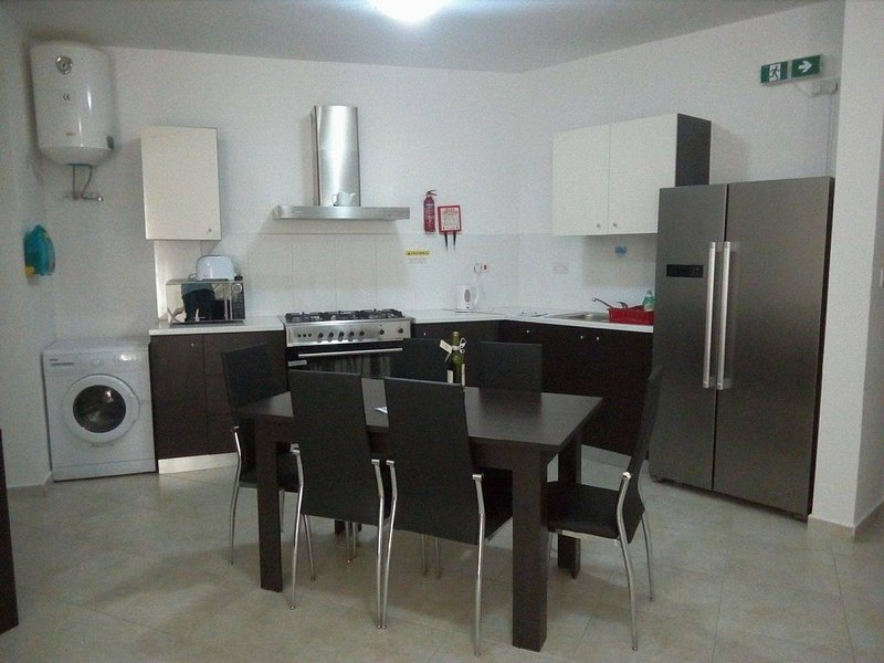 Brand new 3 bedroom apartment in Msida F8, vacation rental in Msida