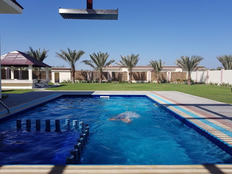 Asahalah Farm Villas, Luxury grand Villa with Private Pool, A Unit, vakantiewoning in Gouvernement Masqat