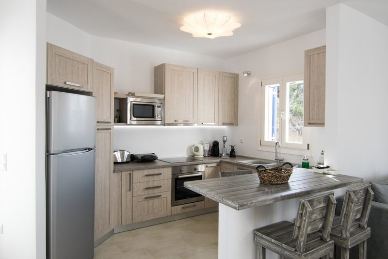 Apricot & Sea Villa Portara 1, holiday rental in Mikri Vigla