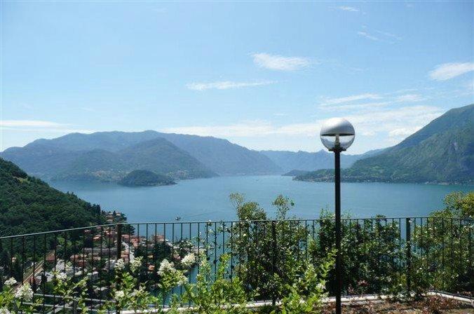 Vista d'Oro Ulivo Apt. 8/10, holiday rental in Perledo