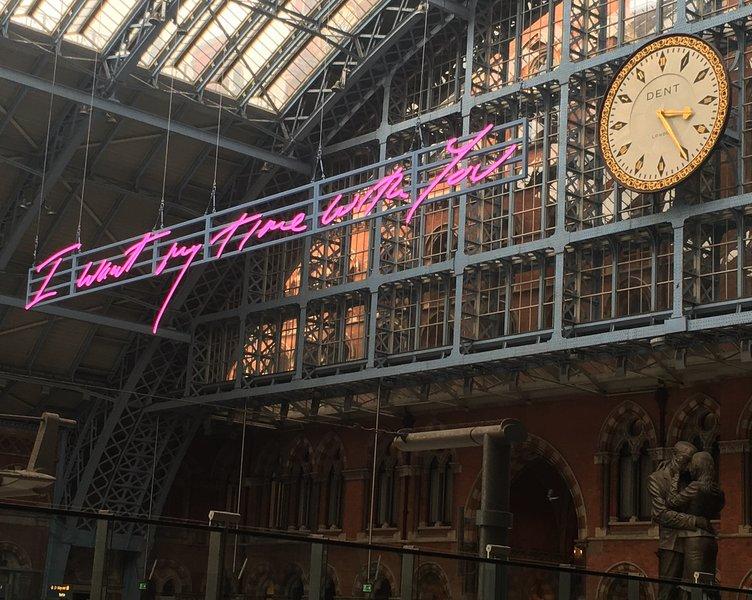St Pancras International Station ist 20 Minuten zu Fuß. Mit dem Zug nach Paris, Lille, Brüssel, Amsterdam
