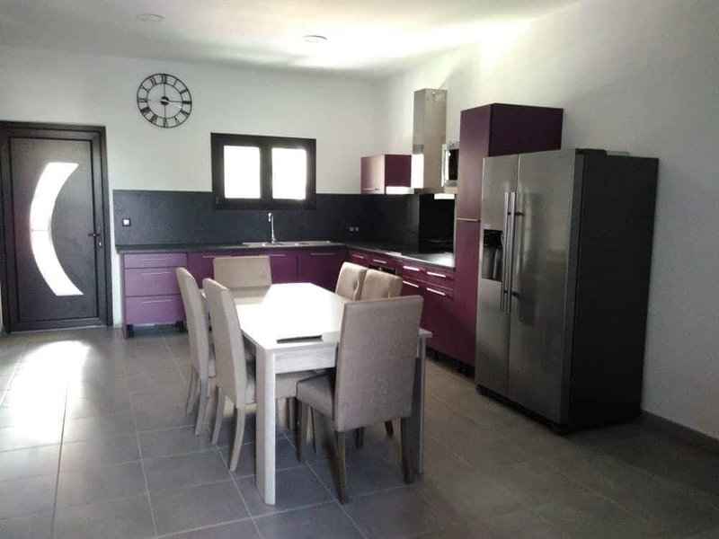 Nice apartment with shared pool, casa vacanza a Bois d'Olives