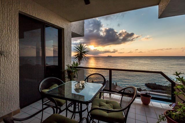 Seaside (2S)—Oceanfront, 5 Min to Town, Great Snorkeling, vacation rental in Cozumel