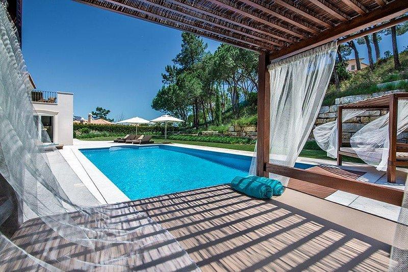 Villa O'Henry an elegant and contemporary 5 bedroom villa in Quinta do Lago, holiday rental in Quinta do Lago