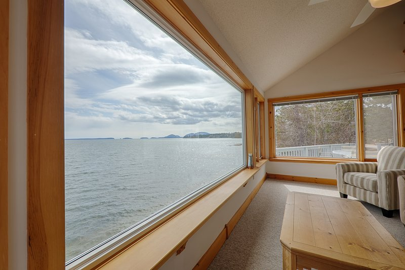 Water's Edge - Waterfront Home with Acadia Views, holiday rental in Hancock