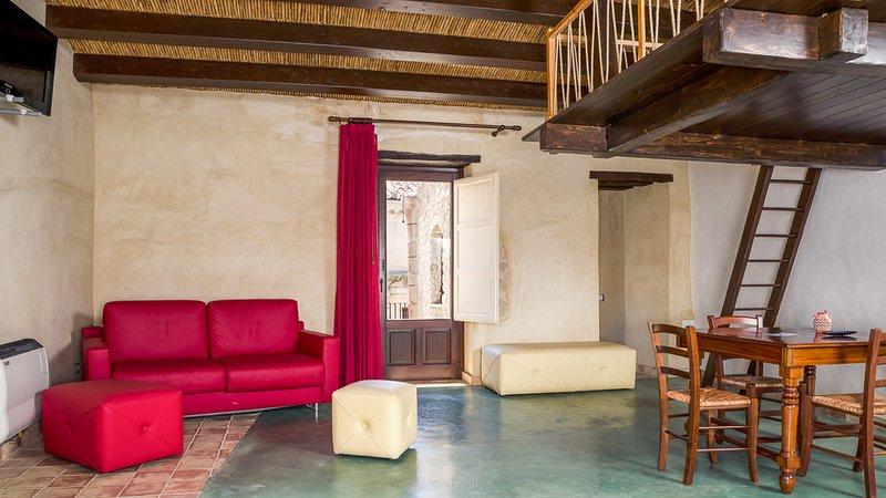 Case al Borgo-Agira Centre-Home Relais- Casa Diodoro Siculo, holiday rental in Nicosia